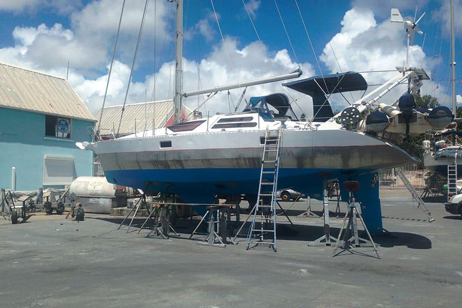 Refit de bateau sur chantier naval